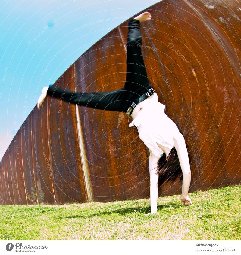BLN 08 | Rolling Rockabella Fotografieren Rockabilly Stunt Turnen Berlin Frau Leichtathletik photocase usertreffen Freude Hauptstadt wildes haar yeah!