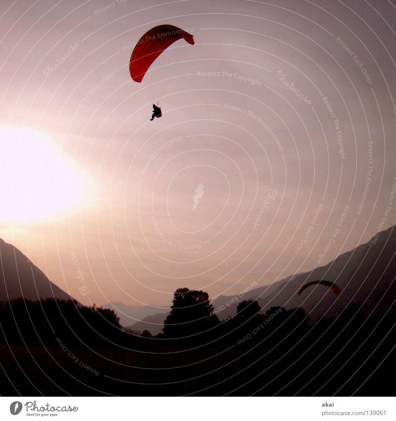 Heimweh nach Slowenien blau Freude Wolken Farbe Sport orange Beginn Konzentration Fallschirm Gleitschirmfliegen Abheben krumm himmelblau Flugsportarten