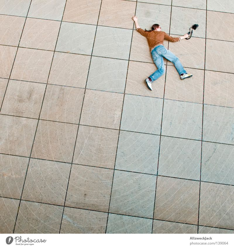 BLN 08 | Impact Mann Freude Tod liegen Fotografie Trauer Verzweiflung Fotografieren mögen Kollision
