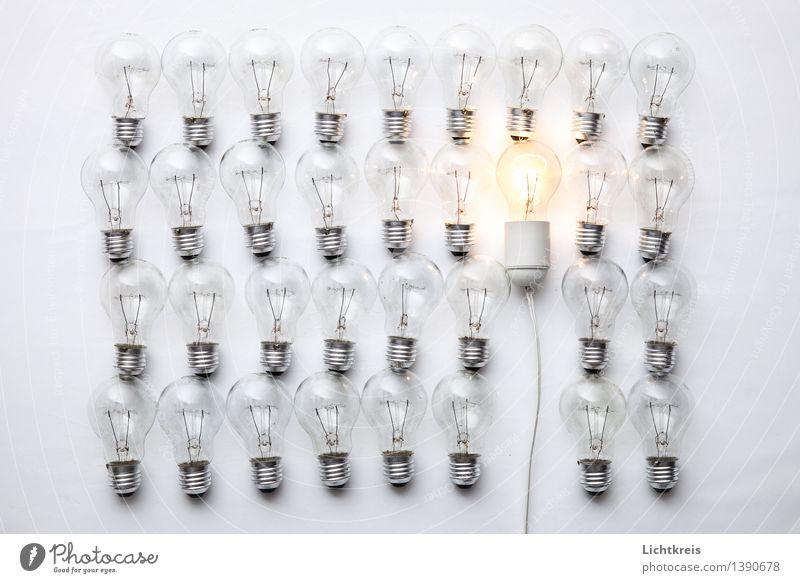 Glühlampen Glühbirne Glas Metall entdecken leuchten Häusliches Leben hell positiv retro gold grau Willensstärke Tatkraft Geborgenheit Warmherzigkeit Romantik