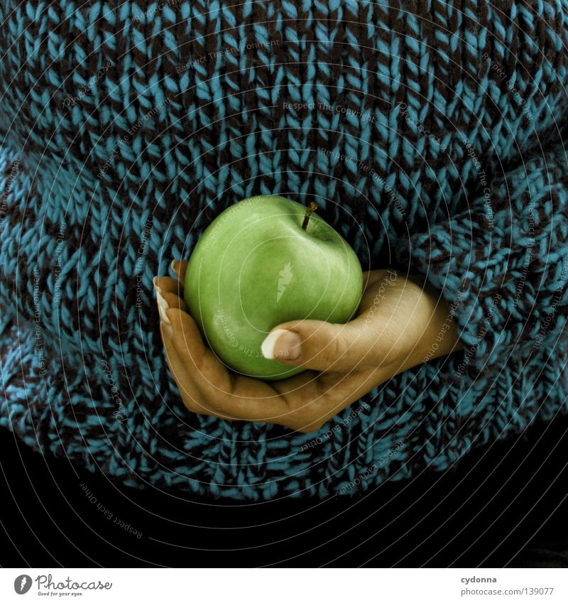 Wertvoll Frau Mensch Hand grün schön Leben Ernährung Gefühle Lebensmittel Wege & Pfade Essen Gesundheit Frucht Haut groß Seil