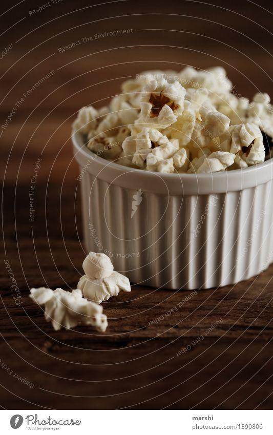 Popcorn to go Lebensmittel Dessert Süßwaren Ernährung Essen Stimmung Popkorn Mais aufgepoppt Schalen & Schüsseln dunkel Snack Kino lecker süß salzig Zucker