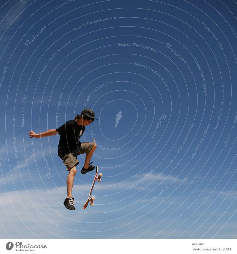 Himmelsstürmer Skateboarding schwarz weiß Wolken Luft Sport Freizeit & Hobby Gesundheit Körperbeherrschung Kick springen Jugendliche Aktion Sommer Spielen