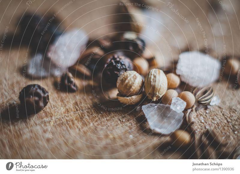 Gewürzmischung XVII Lebensmittel Sinnesorgane Gesunde Ernährung Speise Essen Foodfotografie Kräuter & Gewürze Pfeffer Salz Kochsalz Kümmel Koriander Holzbrett