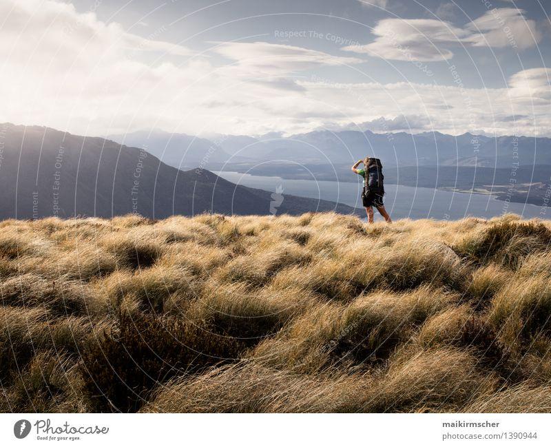 Wandern mit Aussicht Mensch Frau Ferien & Urlaub & Reisen Jugendliche Sommer Junge Frau Landschaft Erwachsene Berge u. Gebirge Leben feminin Freiheit See