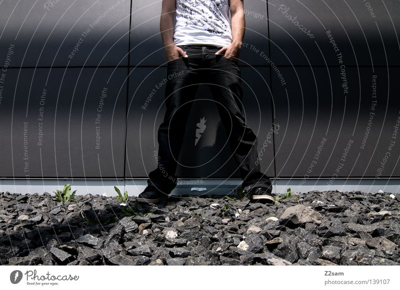 HALBZEIT Mann Stil lässig stehen Schuhe Hälfte weiß graphisch steinig Hand Hosentasche Mitte Verlauf grau Mensch maskulin Coolness Jeanshose Stein Kontrast