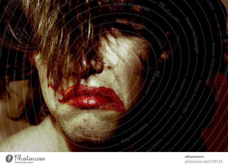 Clown Trauer Mann Lippenstift rot geschminkt Verzweiflung Traurigkeit Gesicht Haare & Frisuren verschmiert Kontrast Schmiererei