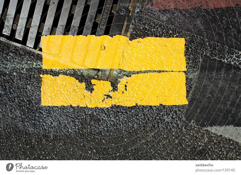 Fahrbahnmarkierung Gully Baustelle Barriere Bauarbeiter Etikett gelb signalgelb Information Mitteilung Verkehrswege Kommunizieren Schilder & Markierungen Straße