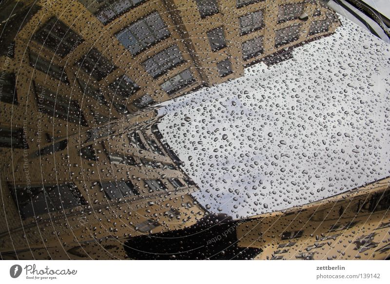 Rainy Day Haus Berlin Herbst Fenster PKW Regen Wetter Fassade Regenschirm Vorderseite Motorhaube Fensterfront Treptow