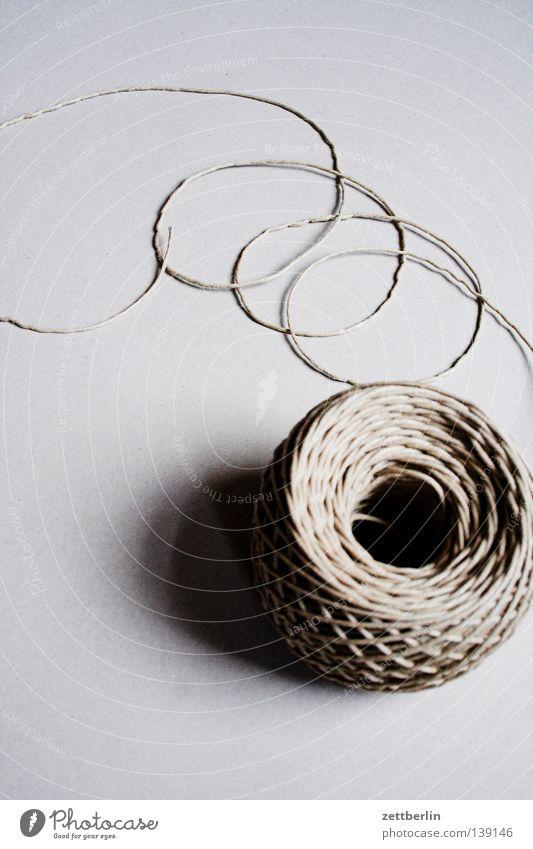 Faden Kommunizieren Schnur Dienstleistungsgewerbe Verbindung Handwerk Rolle Irrgarten Schlaufe Baumwolle binden Knäuel befestigen Hanf aufgewickelt festbinden
