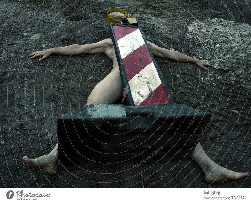 betreten der baustelle verboten Akt Mensch Mann Tod nackt Beine lustig Fuß Arme Schilder & Markierungen liegen verrückt Perspektive Streifen Baustelle Zeichen