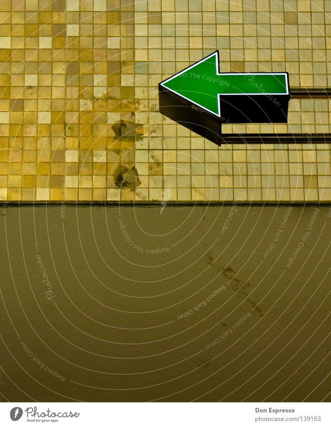 Links rum Linie braun Hintergrundbild retro Klarheit Spitze Werbung Fliesen u. Kacheln Pfeil Café verfallen Köln Richtung Hinweisschild Bahnhof