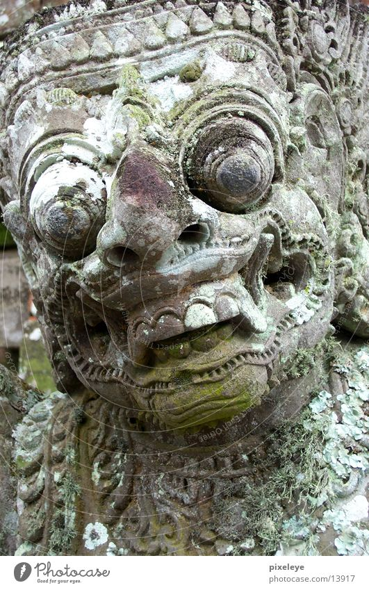 Tempelwächter Bali Statue Gesicht Steingesicht