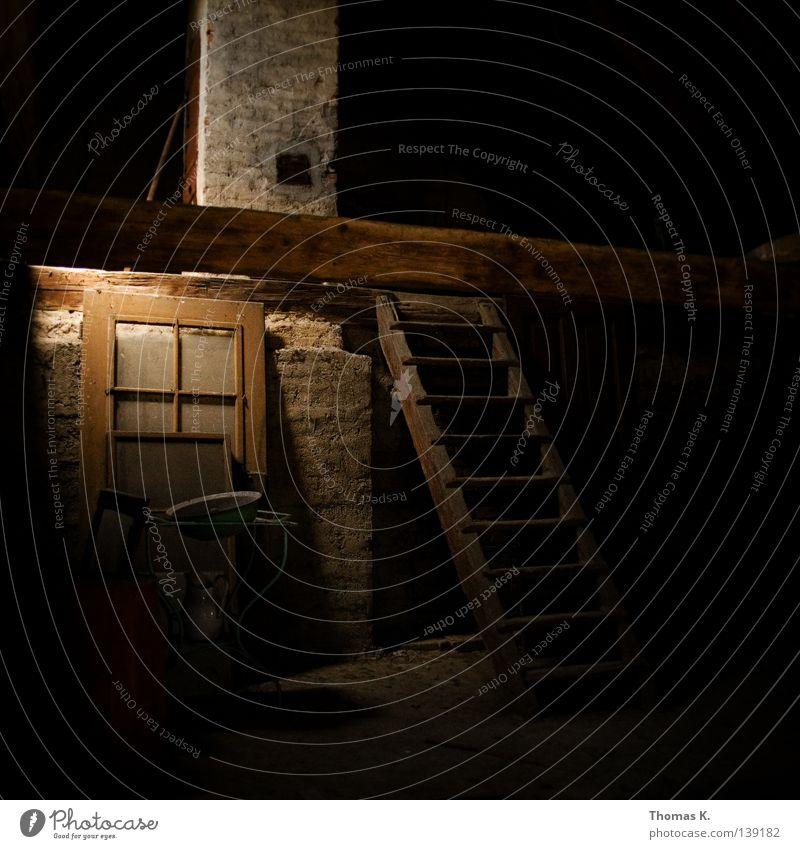 Zukunftsmusik Haus Dachboden Licht Schornstein Kamin Altbau historisch Lichtschein alt Leiter Tür selch räucherkammer Sightseeing hauskauf