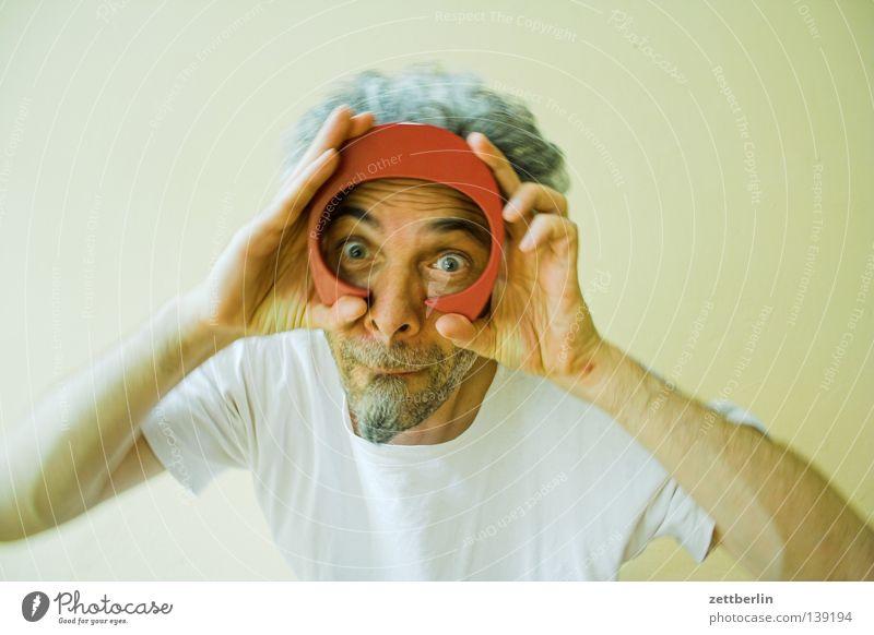 C Mann Bart tauchen Taucherbrille Hand Blick Buchstaben Typographie Vitamin Schriftzeichen Mensch Gesicht Auge Nase Mund Stoppel Bartstoppel keine taucherbrille