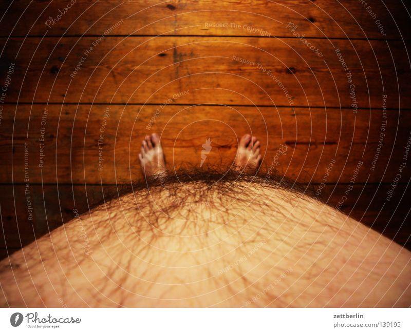 Bauch again nackt Waschbrett Barfuß Zehen Diät Holz Holzfußboden Sommer Mann dick Fuß bauch raus bauch rein brust raus brust rein überblicken wiegen ohne waage