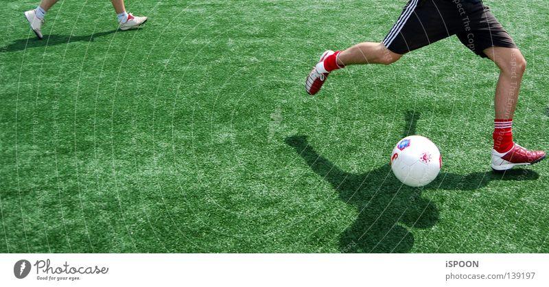 Nurmi III Fußballschuhe Strümpfe Trainingshose Wade grün Kunstrasen schwarz Sport Spielen Haut Muskulatur Beine Rasen Scahtten