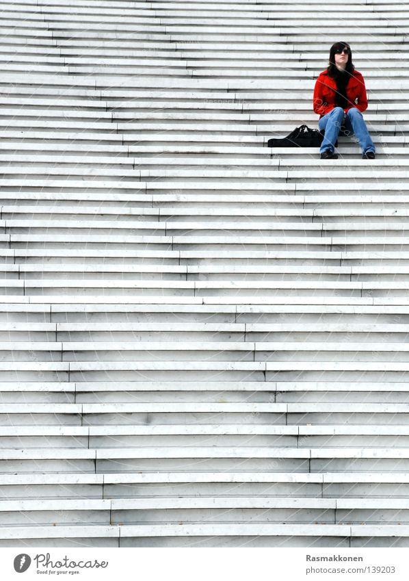 sitting, waiting, wishing... Paris Frau Langeweile Treppe La Défense sitzen warten rote Jacke