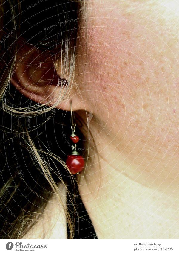 schmuckes Ohr Frau rot Farbe feminin Kopf Haare & Frisuren hell Haut Hals Perle Wange Sommersprossen Ohrringe Kunsthandwerk Ohrmuschel