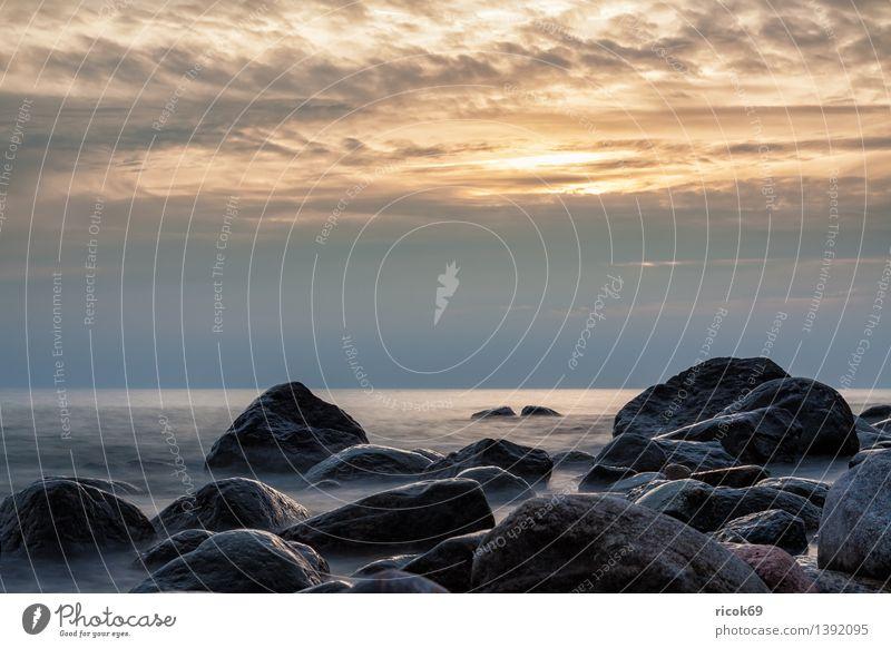 Sonnenuntergang an der Ostseeküste Erholung Ferien & Urlaub & Reisen Strand Meer Natur Landschaft Wasser Felsen Küste Stein Romantik Idylle ruhig Tourismus
