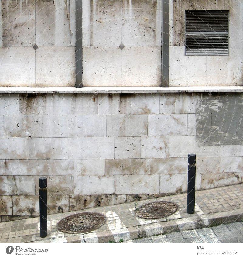 SHADES OF GREY.. Stadt Straße Wand Mauer grau Stein Linie Kreis Ecke Neigung Bürgersteig Verkehrswege Quadrat Geometrie diagonal Verschiedenheit