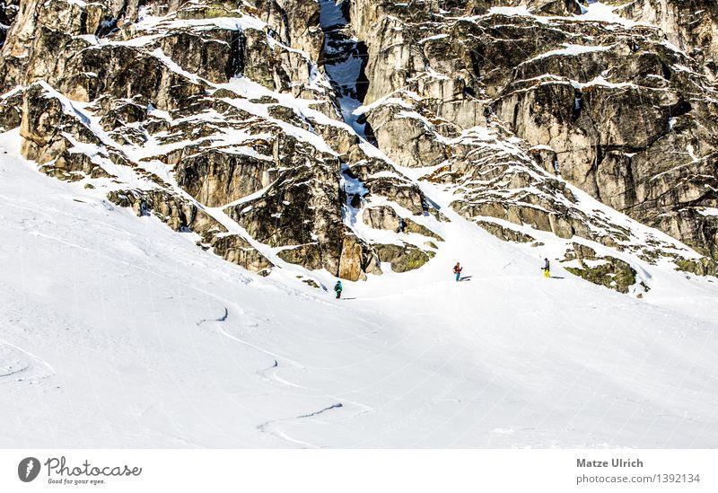 Up to the mountain. Mensch Winter Berge u. Gebirge Umwelt Schnee Sport Felsen Eis wandern laufen Schönes Wetter Abenteuer Gipfel Frost Hügel Alpen