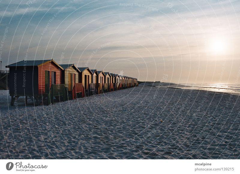 Badehütten #2 Kapstadt Meer Strand Sonnenaufgang Sonnenuntergang Südafrika rot grün gelb Afrika Küste Badeboxen Bathboxes Ocean Sunrise South Afrika Farbe