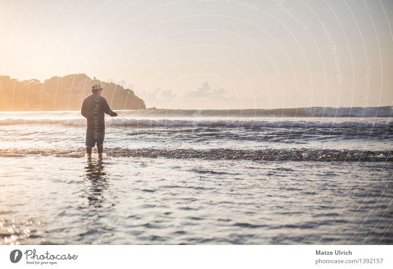 Fischer in der Abendsonne Mensch Mann Sommer Wasser Sonne Meer Strand Erwachsene Wärme Küste Arbeit & Erwerbstätigkeit maskulin Wellen Schönes Wetter