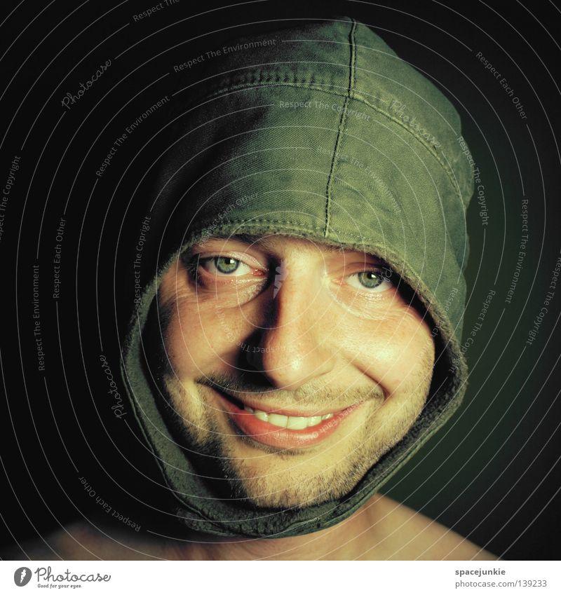 Portrait mit Mütze Porträt Mann Kopfbedeckung Freundlichkeit Humor lustig Freude Gesicht grinsen lachen