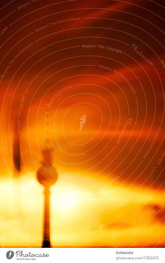 berlin on fire Himmel Gewitterwolken Sonnenaufgang Sonnenuntergang Wetter Wärme Hauptstadt Turm Sehenswürdigkeit Wahrzeichen Berliner Fernsehturm Angst