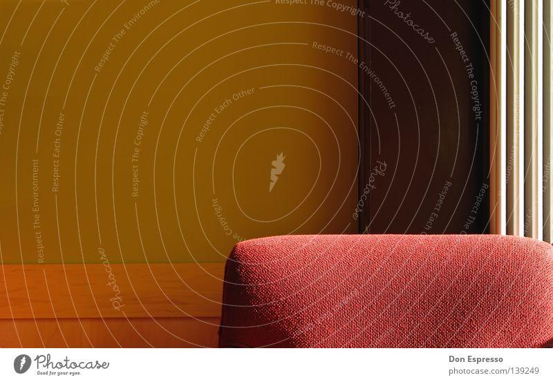 Schillaut Launsch Sofa Sessel Platz Sitzgelegenheit Café gemütlich Espresso Cappuccino Möbel Design Erholung Physik ruhig Warteraum Füße hoch Wand