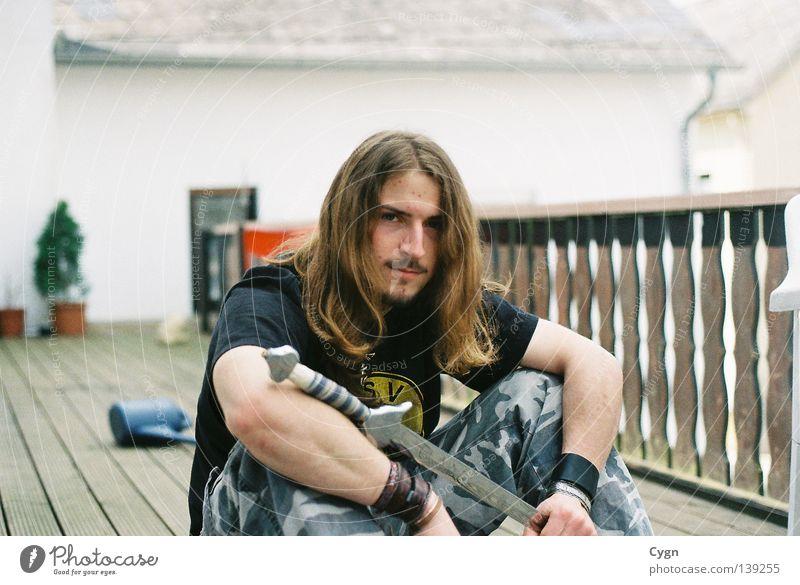 Ich will endlich ein richtiges Schwert ! Balkon Sommer Erholung ruhig Jugendliche Haare & Frisuren Benny Graffiti Army Musik Chill Musiker