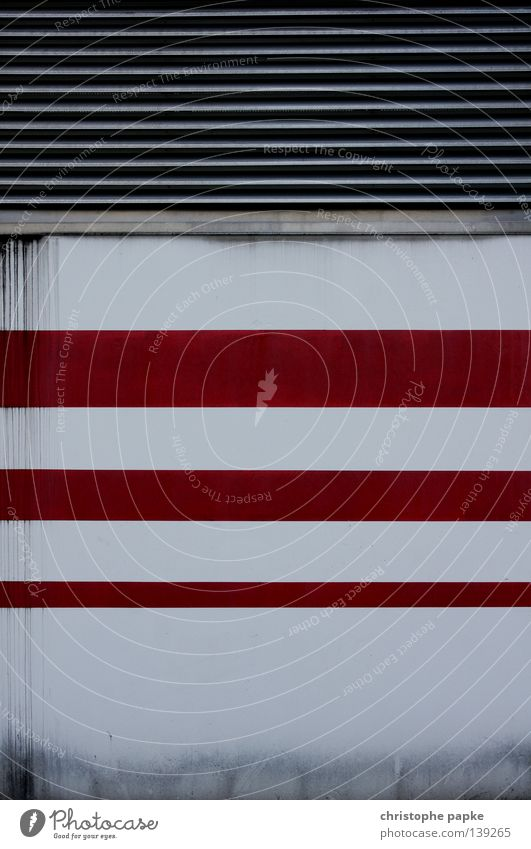 Urban Structures Streifen Wand Design reduziert einfach simpel Linie Symmetrie Hintergrundbild Detailaufnahme Parkhaus Parkdeck Klimaanlage Schimmelpilze weiß