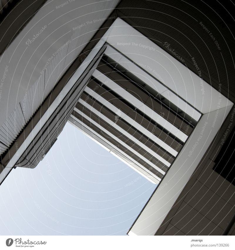 Architektur Himmel Haus Wand Gebäude Hochhaus hoch Ecke Balkon Etage Geländer Geometrie