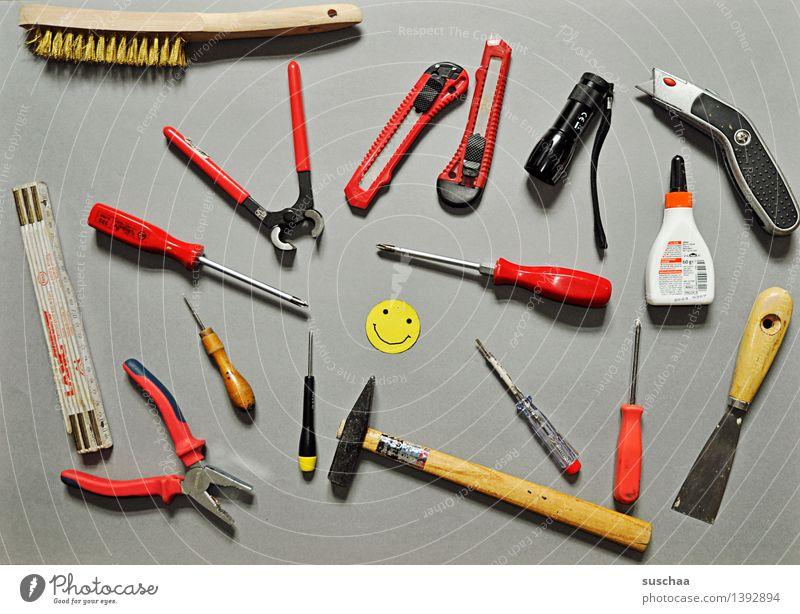 lustiges heimwerken mit suschaa Werkzeug Handwerker Reparatur Hammer Smiley Zollstock Taschenlampe Arbeitsgeräte Zange Super Stillleben Schraubendreher