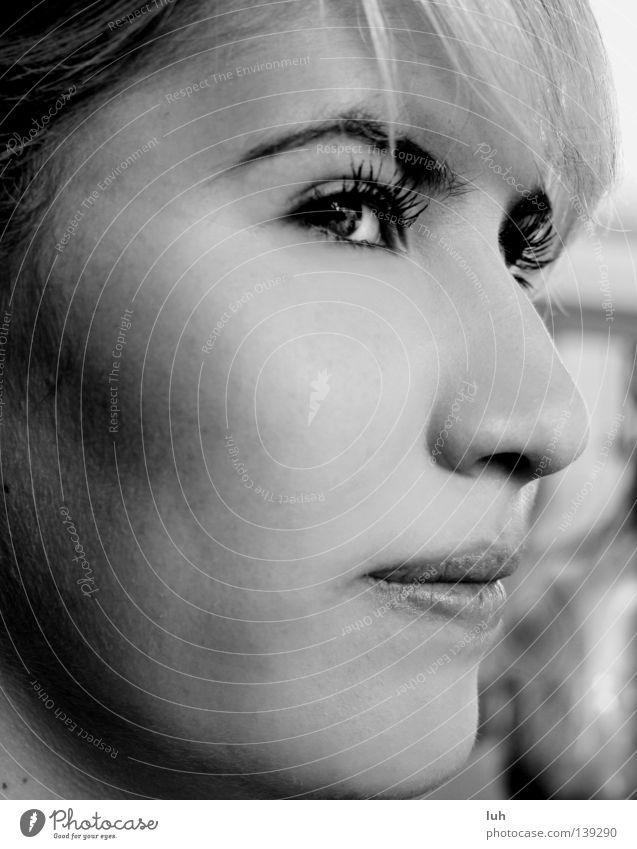 Portrait einer Liebenden schön Gesicht Natur schwarz weiß Glück Feindseligkeit Wimpern Beautyfotografie Verschmitzt grinsen Italien verknallt in love wolke 7