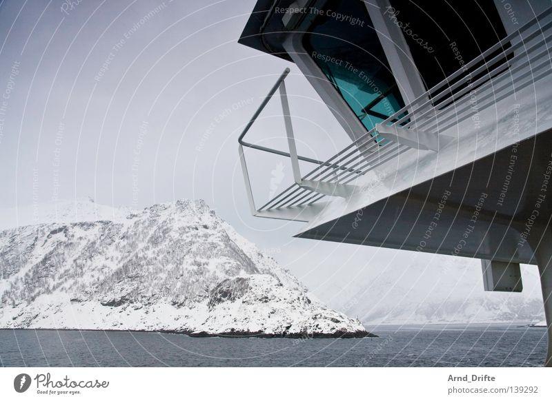 Aye, aye Norwegen Fähre kalt Kreuzfahrt Kreuzfahrtschiff Meer Polarmeer Wasserfahrzeug See Wellen Wolken Winter Schifffahrt Hurtigruten Berge u. Gebirge Brücke