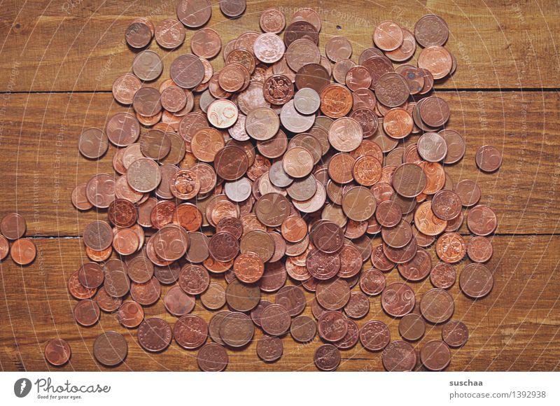 money money money Geld Zahlungsmittel Geldmünzen Pfennige Cent Holz Metall Metallwaren Haufen