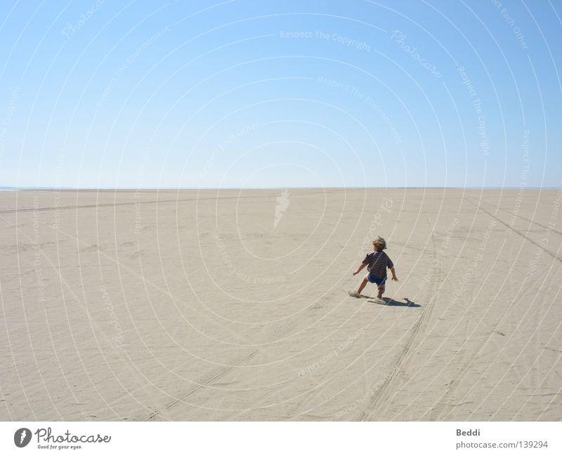 Vor dem Horizont Kind Himmel Meer Sommer Strand Einsamkeit Ferne Freiheit Sand Wüste Rømø