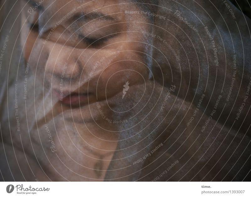 . Mensch schön Einsamkeit dunkel Traurigkeit Gefühle feminin Denken träumen warten Schutz Trauer Stoff Schmerz Schmuck Irritation