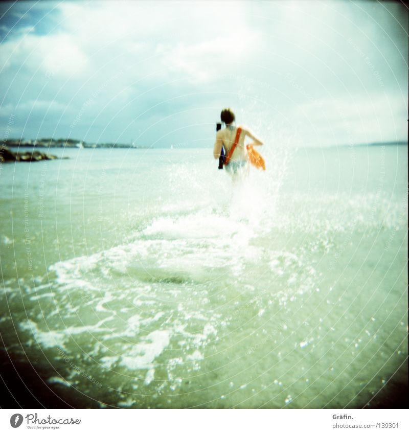 Baywatch light retten Sanitäter Wellen Rettungsboje Rettungsgeräte Rettungsschwimmer Erste Hilfe Retter Wolken kalt Meerwasser See Strand Holga Mittelformat