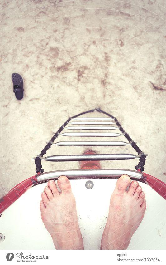 Dry Diving Freiheit Strand Sport Turmspringen Fuß Strickleiter stehen frei hoch oben verrückt erleben Perspektive Am Rand Farbfoto Außenaufnahme