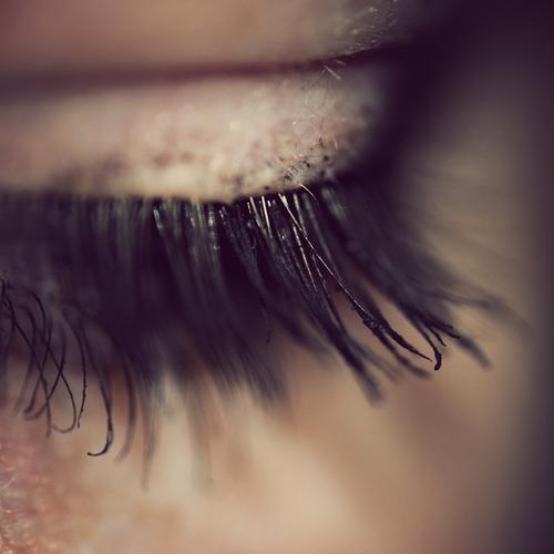Schade... :( Pupille Wimpern Mensch Sinnesorgane Schminke geschminkt Wimperntusche Lidschatten Frau feminin schön Kosmetik betonen Kajal Jugendliche verbinden