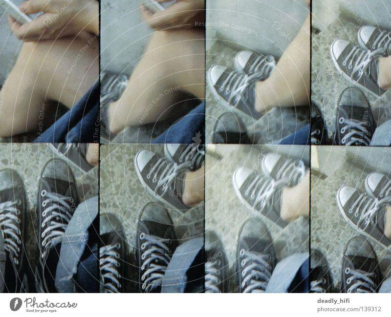 füßeln weiß schwarz grau Fuß Schuhe Beine Treppe Jeanshose Afrika Chucks Punk Bla Bonn old-school Turnschuh Mali