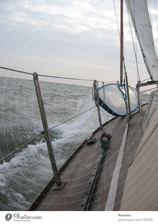 die See Wasserfahrzeug Segeln Wellen Gischt Sport Spielen Himmel