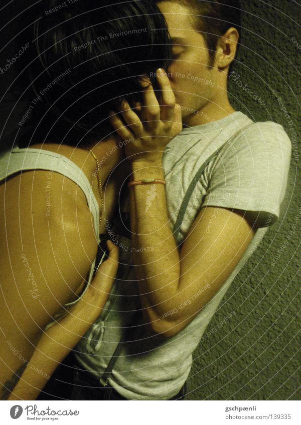 SommerNachtsTraum Mann Liebe Gefühle süß Romantik Küssen Tunnel verstecken Verbote Halt Umarmen Homosexualität Kuscheln Zuneigung Unterführung