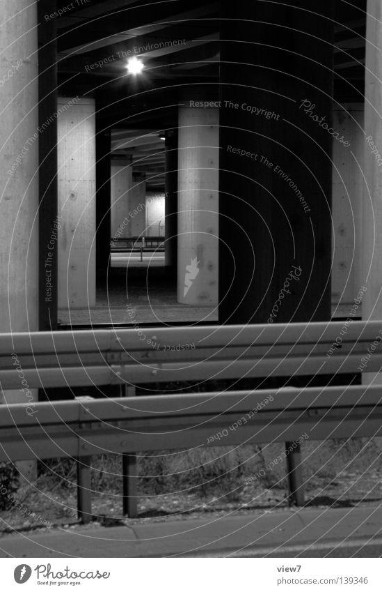Gegenüber weiß schwarz Einsamkeit Straße Lampe dunkel Wege & Pfade Stimmung Beton Verkehr Perspektive trist geheimnisvoll Autobahn Tunnel