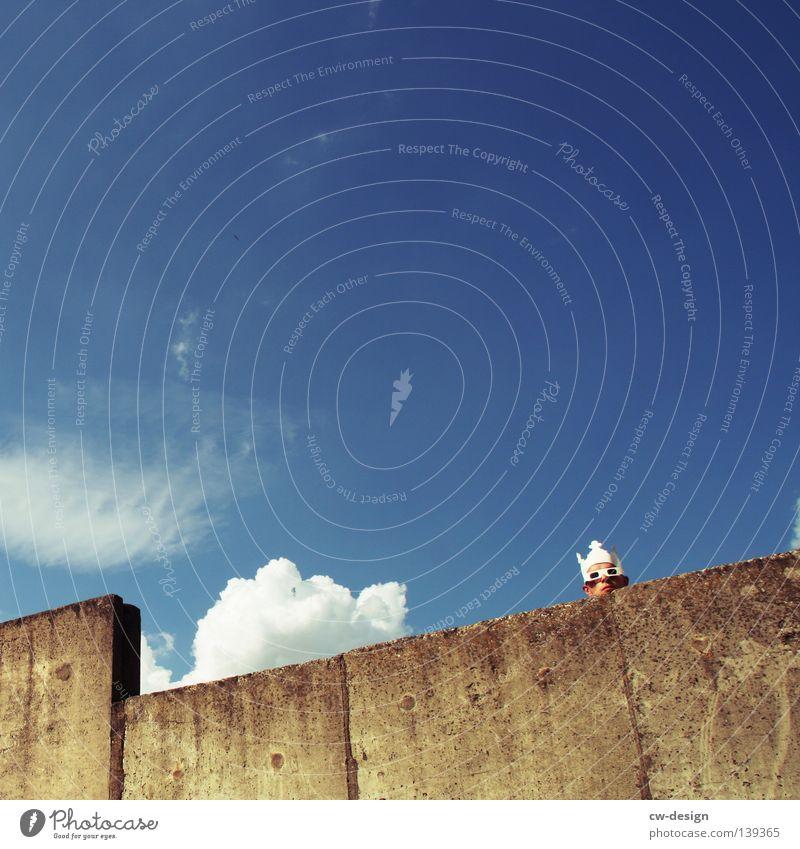 ZACK DIE KRONE Mensch Himmel Mann blau Hand weiß Sommer Freude Wand grau springen Stil Mauer lustig Horizont Tanzen