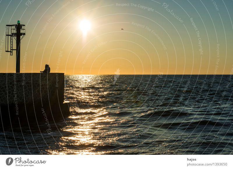 Sonnenuntergang an der Ostsee Freizeit & Hobby Ferien & Urlaub & Reisen Meer Sonnenaufgang Stimmung Verliebtheit Romantik Idylle Liebesaffäre Mole Signal