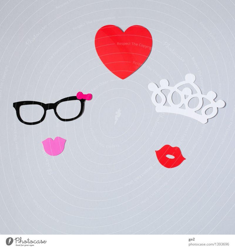 Olivia & Scarlett Freizeit & Hobby Basteln Valentinstag feminin Homosexualität Frau Erwachsene Mund Brille Papier Krone Zeichen Herz Küssen ästhetisch Klischee